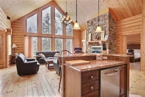Luxury cozy log home at Fiddler Lake Resort St Sauveur