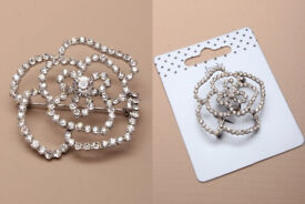 Open silver coloured crystal rose brooch. Size : 4x4cm - JTY208