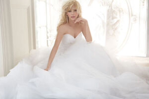 This STUNNING WEDDING DRESS CAN BE YOURS! New! Come try it on!