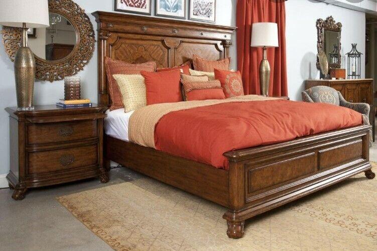 Thomasville Cassara King Panel Bed (46911-436)