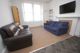 STUDENTS 17/18: Attractive 3 bed HMO flat with TV & broadband available August NO FEES!