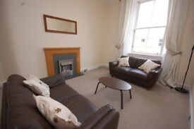 Fantastic 2 bed flat with bright separate lounge and modern kitchen available August