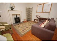 STUDENTS 17/18: Quirky 2 bed 2nd floor flat with living room and residents parking available August