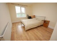 STUDENTS: REF 17/18: Bright and airy modern build 3 bed HMO flat with parking available August…