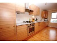 STUDENTS 17/18: Very spacious 3 bed flat with large lounge and en-suite available August - NO FEES
