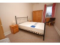 STUDENTS 17/18: Very large, top floor, 3 bedroom HMO flat in desirable area available August NO FEES