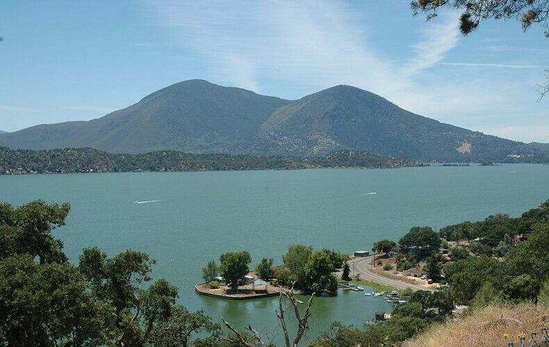 Beautiful Clearlake Lot - Lake Views - Prestigious Clearlake Oaks, CA