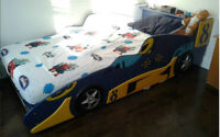 "Boy Sports Car TWIN Bed 39"" / Lit SIMPLE auto de course enfant"
