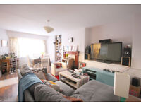 Spacious and recenetly decorated 3 bedroom 2 bathroom garden flat 5 minutes from Archway tube