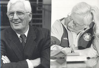 2 Fotos  von JUPP DERWALL-  Pressefoto Vintage 1980er - Bundestrainer Trainer