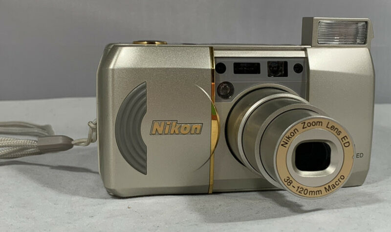 Nikon Lite Touch Zoom 120 ED Point and Shoot Film Camera with case Tested Works!