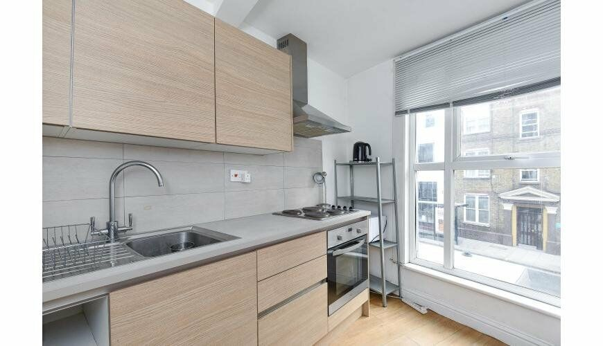CENTRALLY LOCATED 4/5 DOUBLE BEDROOM APARTMENT MOMENTS FROM CAMDEN TOWN UNDERGROUND STATION