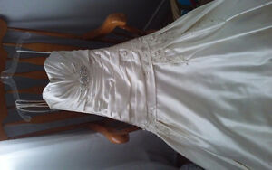 Beautiful never worn off white wedding dress for sale