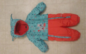 Gusti snowsuit with mitts and booties 9-12 month