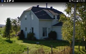 Maison un étage et demi avec garage!!