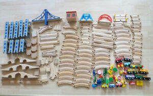 Train en Bois / Wooden Trains - 145 pcs