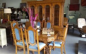 really nice antique dinning set with hutch and 6 chairs
