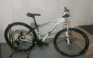 Specialized Hardrock mountain, 29 in, disk brakes, 24 sp