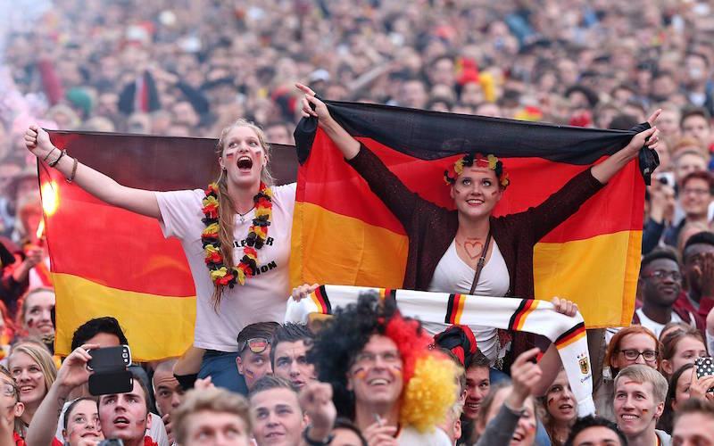 Gemeinsam noch besser. Ein schöner Fußball-Abend. (Foto: Imago)