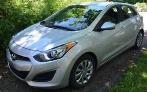 Hyundai Elantra très peu kms - Toutes options