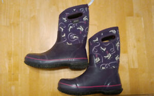 Girls bogs size 5 youth