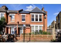 Deerdale Road - A spectacular two double bedroom split level flat to rent.