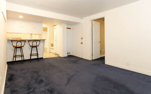 Bright and Cozy One Bedroom Suite in NW