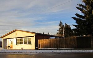 HUGE bungalow with potential restaurant only 15 min from Camrose