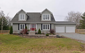 ** 1/2 acres lot with 2 story detached in north pickering