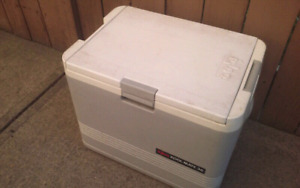 IGLOO KOOL MATE 36 DC POWER COOLER, HOT AND COLD FUNCTIONS