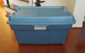 RUBBERMAID Large storage bin