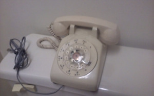 ANTIQUE ROTARY PHONE ONLY $30