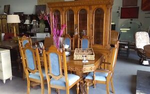 really nice antique dining set with hutch and 6 chairs