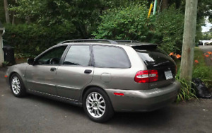 Volvo v40 2004 wagon impecable and only 128000 kms