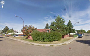 Crescent Heights 4plex Living: large 2BR Suite on 19 St near Rec