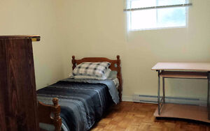 Furnished bedroom $400 June 1 - No lease - Downtown Hull