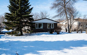 Amazing Family Home in East Selkirk! 582 Spruce Dr, R1A 0Y6