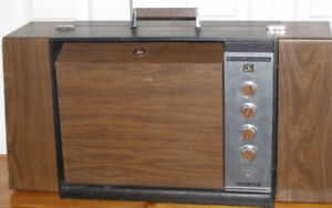 Joli tourne-disque des années 1960 de marque GARRARD