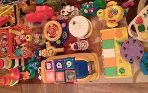 Lot de jouets pour garderie