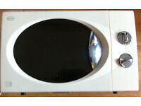 Good white microwave: perfect working conditions, 1100W, 2 knobs. I can Ship for a tenner