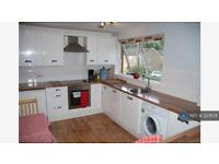 2 bedroom flat in The Grattons, West Sussex, RH13 (2 bed)