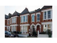 Foster & Edwards are pleased to present this charming 2 double bedroom Victorian conversion flat SW4