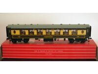 Hornby-Dublo 4186 Export Pullman Coach 2nd Class with Interior Fittings No 74 Brown and Cream
