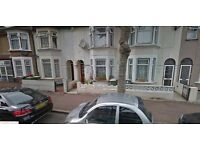 Must See 3 bed 2 Reception House in Eastham E6 Llyod Road, Close to Station!!!