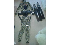 WETSUIT CAMOFLAGE DESIGN TWO PIECE WITH FITTED HOOD & WEIGHT BELT