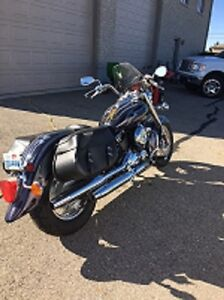 1999 Yamaha Vstar Classic with Bags REDUCED TO $3000 London Ontario image 1