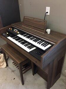 Yamaha electric organ model BK5  FREE London Ontario image 1