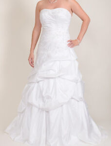 Wedding dress, size 8 with beadings and a corset back