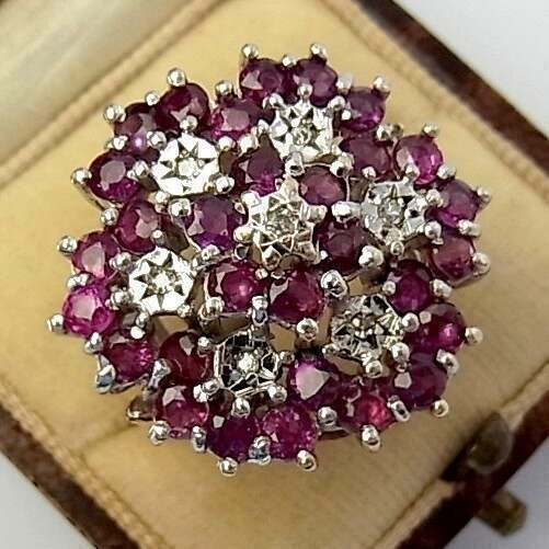 ABSOLUTELY STUNNING VINTAGE (1960) 9CT GOLD, RUBY & DIAMOND RING