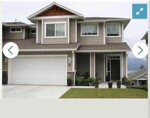 Stunning 3bed 2.5Bath LakeView Duplex In Kelowna